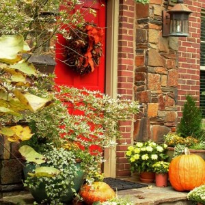 Thanks-fall-front-porch-decorating-ideas-google, trunkfulloftreasure.blogspot